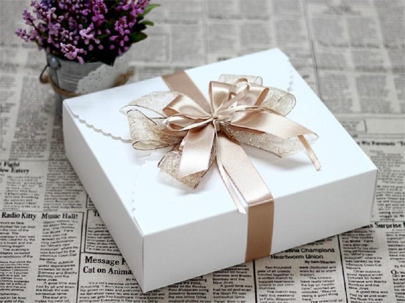 Hộp chứa quà màu trắng sang trọng