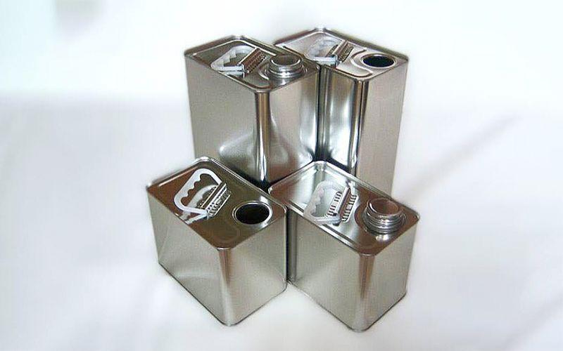 Hình 3: Bao bì kim loại dạng thùng